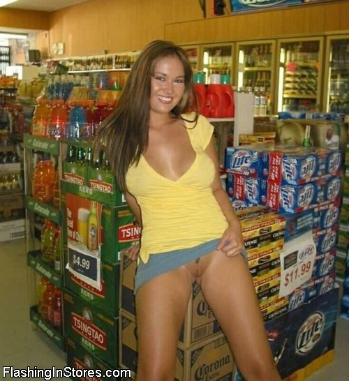 pussy flash in convenience store
