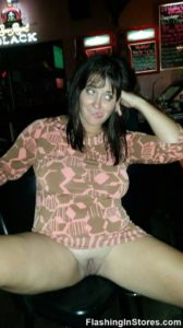 wife flashing pussy in the bar