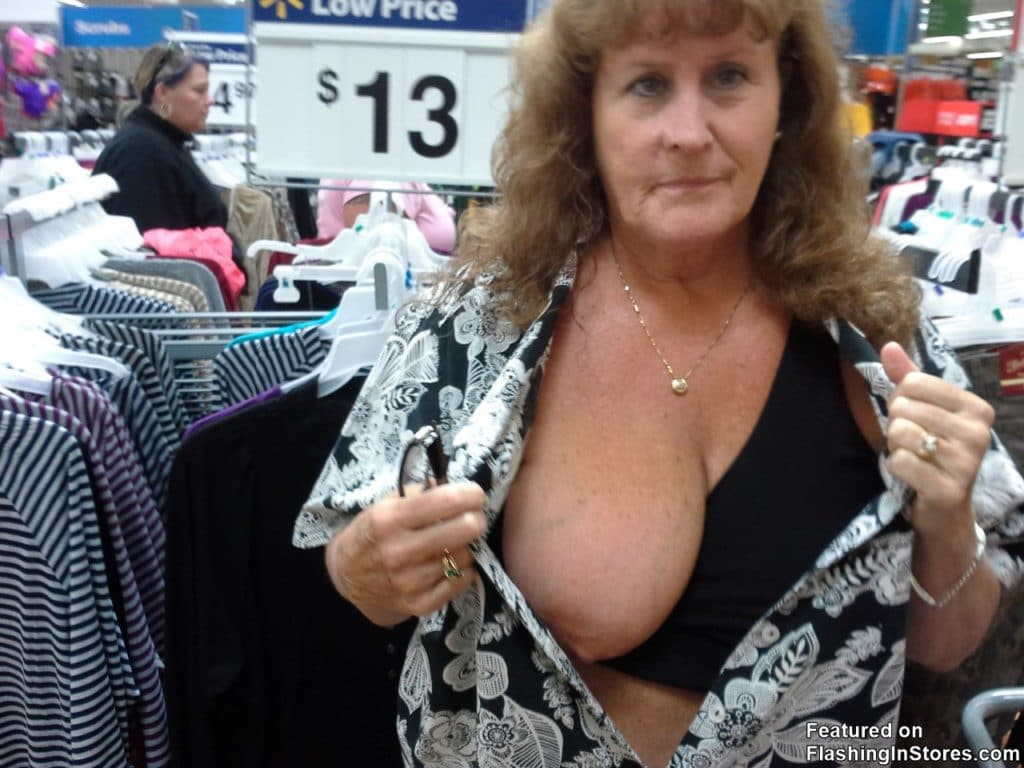 GILF flashing tit