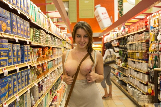 No bra, boobs out woman flashing in the grocery store